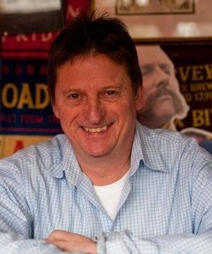 První micropub otevřel už v roce 2005 Martyn Hillier v hrabství Kent. Svoji mikrohospodu pojmenoval The Butcher's Arms, protože pro ni využil prostor bývalého řeznictví. V roce 2012 Martyn Hillier společně se Stu Hirstem založili Micropub Association.