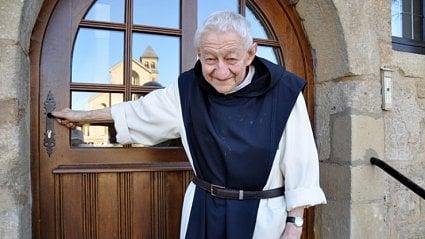 Vitalia.cz: Když vám mnich otevírá lahváče