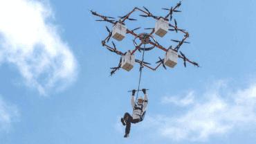 První seskok z dronu se uskutečnil letos v Lotyšsku