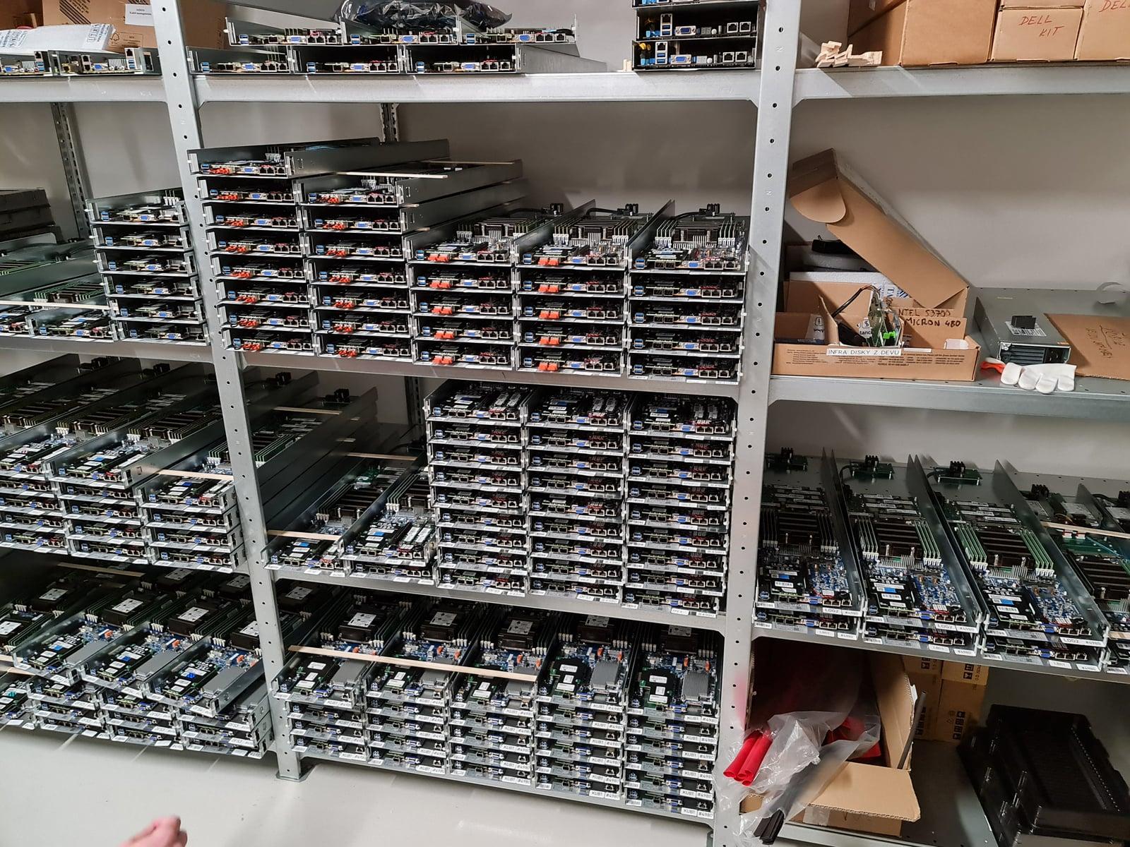 Montovna: Seznam a jeho výroba vlastních serverů
