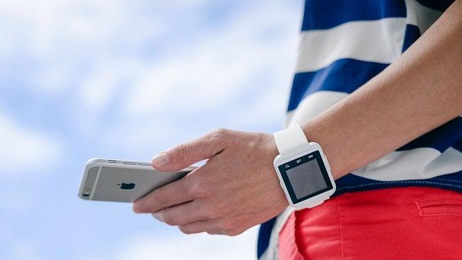 Je už placení mobilem nebo hodinkami samozřejmostí uvšech bank?