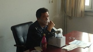 120na80.cz: Galerie: Čínští policisté testují českou minerálku