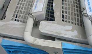 Uslintaná madla, špinavé vozíky a mrtvolky myší pod pokladním pásem