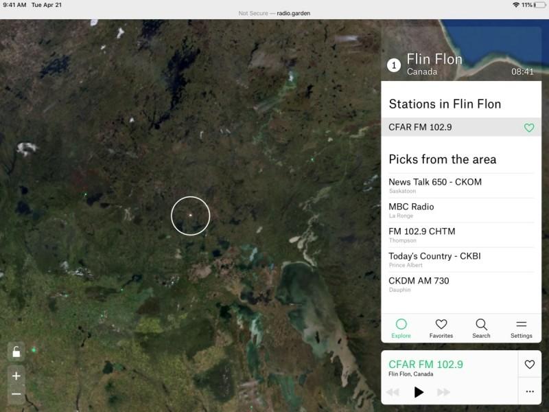 Agregátor Radio.Garden vám umožní vybrat si internetové rádio na základě zeměpisné polohy – stačí klepnout na příslušné body na satelitní mapě světa.