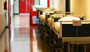 Nemocnice zase budou smět regulovat návštěvy