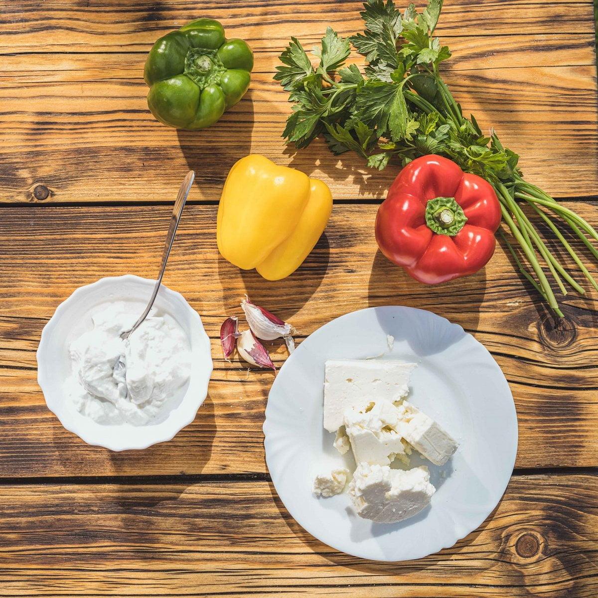 Grilované papriky plněné balkánským sýrem