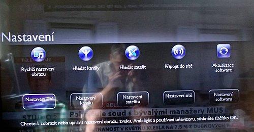 Po zmáčknutí tlačítka domečku vstoupíte na základní úroveň menu, kde se např. i přepínáte mezi tunery a vstupujete i do nastavení, což právě vidíte na snímku.