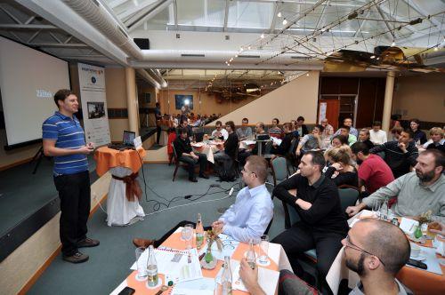 Adam Fendrych semináři Dobrého webu právě mluví o trendech v UX.