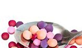 Antibiotika užíváme při nemoci, jíme v mase, pijeme ve vodě
