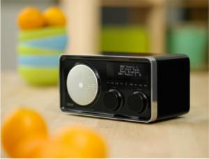 OXX Digital Classic je multifunkční rádio kombinující internet, FM a DAB+ tuner
