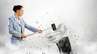 Podnikatel.cz: Pštros strčí hlavu do písku, vy ale bojujte