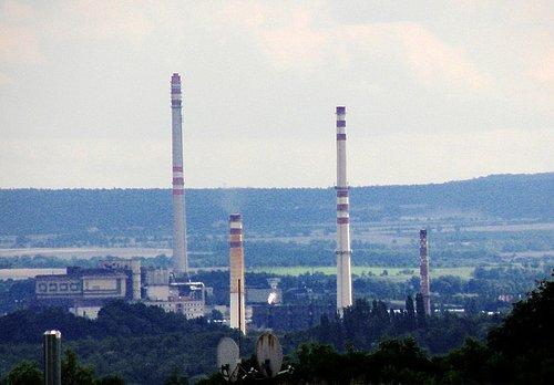 Vysoké komíny se v případě regionálních multiplexů staly vhodným místem pro umístění vysílacích antén.