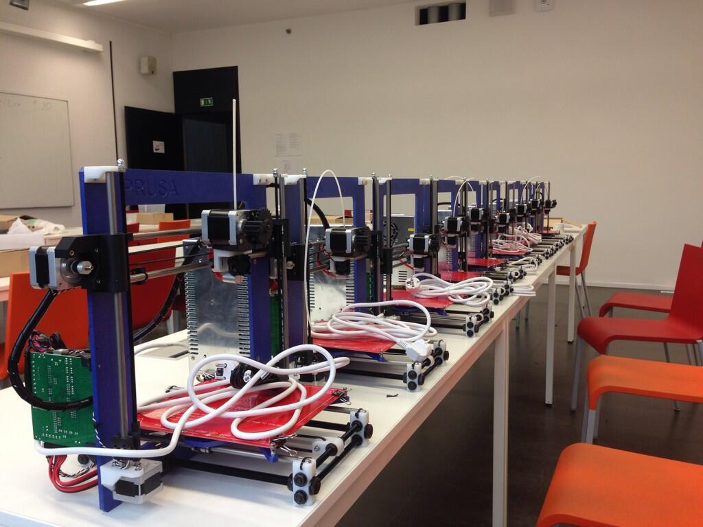 9 postavených tiskáren