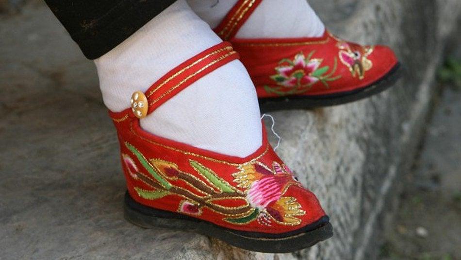 Nožky čínských žen: Zmrzačená chodidla jako fetiš