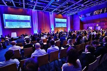 Přednáška Vesselina Popova na konferenci IAC 2018