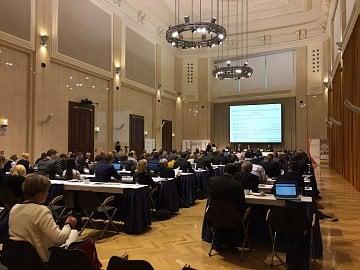 Konference 10 let sjednocení dohledu pod ČNB zcela zaplnila konferenční centrum (25. 10. 2016).