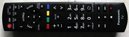 Dálkový ovladače je tradičně vynikající. Nabízí výtečné rozložení a rozměrná tlačítka s výborně čitelnými popiskami.