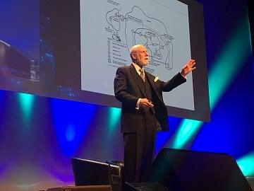 Otec internetu Vint Cerf na konferenci Data Summit v Dublinu