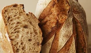 Auta se dají dovézt zČíny, kvalitní chléb těžko