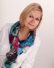 Hana Kosová se specializuje zejména na gynekologii dětí a dospívajících. Momentálně působí na soukromé klinice Canadian Medical Care