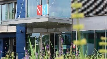 Digitalizační linka je umístěna v tzv. nové budově Centrálního depozitáře NK ČR v Praze-Hostivaři. Je zde umístěna i centrální část systému NDK.