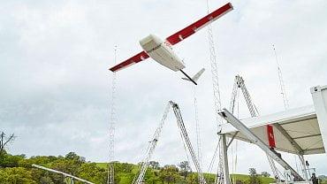 Vzlet dronu Zipline ve Rwandě z odpalovací rampy