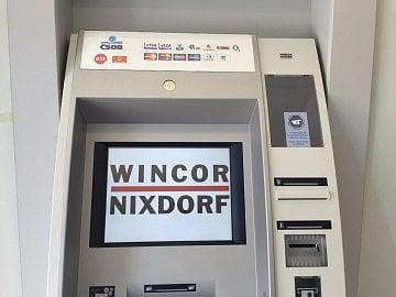 Logo jeho výrobce Wincor-Nixdorf na bankomatu svítilo více jak 5 minut. Pak se opět zprovoznil.