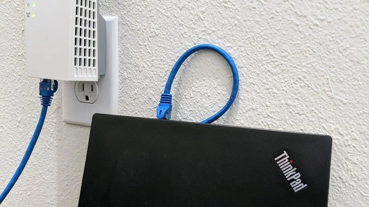 Připojení notebooku k zesilovači Wi-Fi.