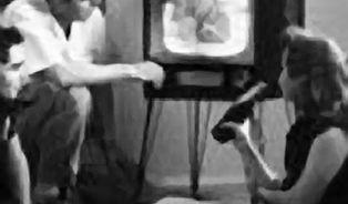 Musí koukání na televizi bolet?