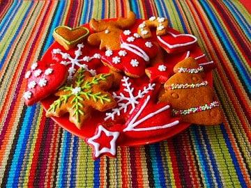 Těsta s medem a voňavým kořením pro vánoční perníčky. Hotové stačí potřít vejcem nebo si pohrát s polevami. Cena za kg: 70–72 Kč (výjimkou je těsto z Ikea za 118 Kč a z Merhautova pekařství za 160 Kč)