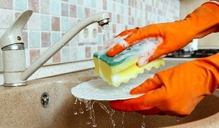 Vitalia.cz: dTest: Proč je lepší mýt nádobí vrukavicích?