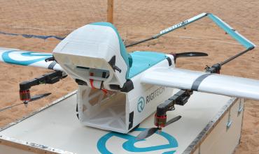 VTOL dron pro přepravu zásilek