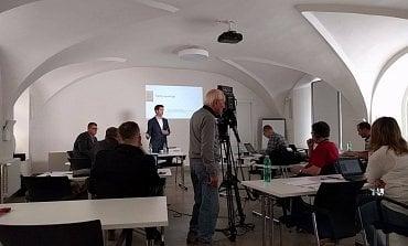 Patrik Brom na dnešní tiskové konferenci asociace satelitních operátorů.