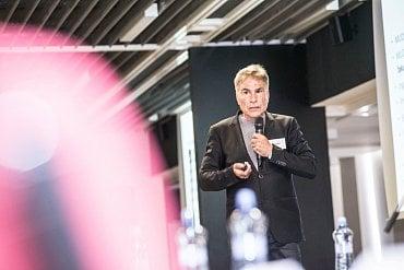 Ivan Mach přednáší na konferenci Food21