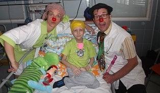 Zdravotní klauni: Doktor Vemeno a sestra Anděla Tupá léčí humorem
