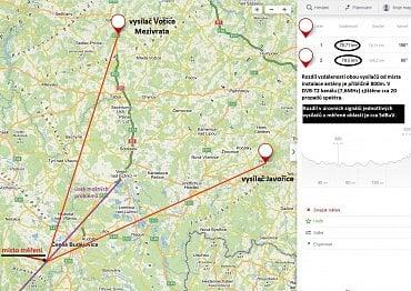 Rovnoramenný trojúhelník vytvořený mezi místem příjmu, vysílačem A a vysílačem B.