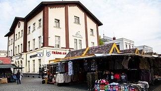 Podnikatel.cz: (FOTOGALERIE) Holešovická tržnice vobležení stánkařů
