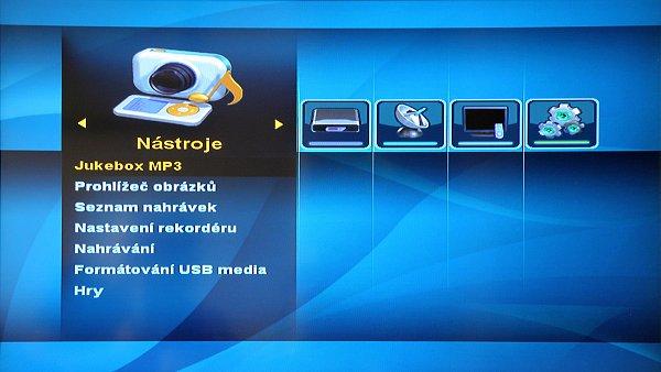 Přijímač pochopitelně umožňuje i přehrávání multimediálních souborů.