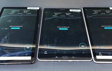 Porovnání rychlostí (zleva): 4G CAT 16 (474 Mb/s), 4G CAT 6 (54,7 Mb/s), 3G (14,1 Mb/s)