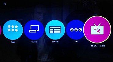 Na domovskou obrazovku přes kterou se vstupuje do živého TV vysílání, na A/V a síťová rozhraní a také do chytrých funkcí, si můžete klidně připnout třeba i svůj oblíbený televizní kanál. Já vyzkoušel Sat.1 Gold…