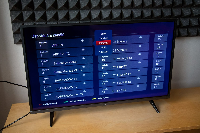 TCL 32ES580 - uspořádání stanic