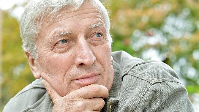 Dosáhl důchodového věku, ale do důchodu nejde. Platí za něj itak stát pojistné?
