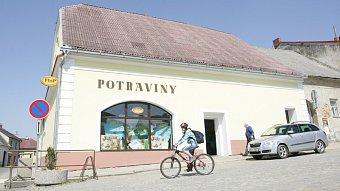 """Podnikatel.cz: """"Smrt"""" malých obchodů. Hubí je supermarkety"""