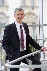 Předseda představenstva Raiffeisen stavební spořitelny.
