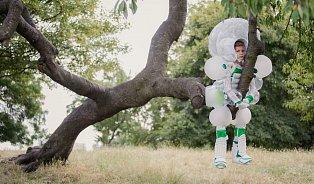 Zbláznili se? Unikátní oblek, který chrání děti před modřinami