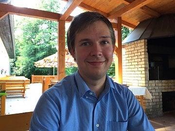 Adam Škorpík stojí z UniPi Technology.
