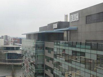 Jedna z budov, které si BBC na deset let pronajala v komplexu MediaCityUK v Manchesteru.