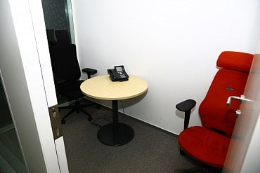 Telefonní místnost.