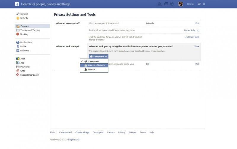 Facebook má velmi hezky propracované nastavení soukromí, v němž si můžete nastavovat viditelnost vůči vyhledávání vašeho profilu, nastavovat si příspěvky jako soukromé a samozřejmě ještě daleko více.