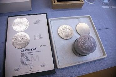 Medaile, střížek, razidla a certifikát